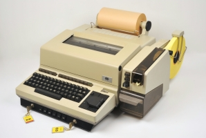 HC-550, based on a Siemens T-1000 teleprinter, marketed by Crypto AG. Although similar in appearance to Aroflex, it is entirely different. Click for more information.