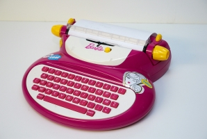 Barbie E-118 electronic typewriter