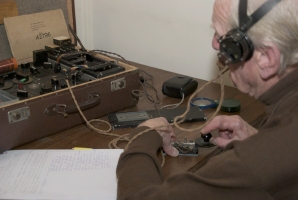 Former radio interceptor Louis van Erck using a wartim B2 spy set for communication in morse.