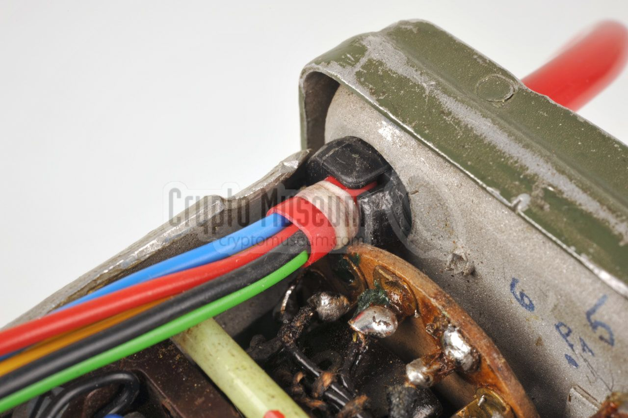 The Example Shows Wiring To Opposite Ends Of A Threepin Plug As
