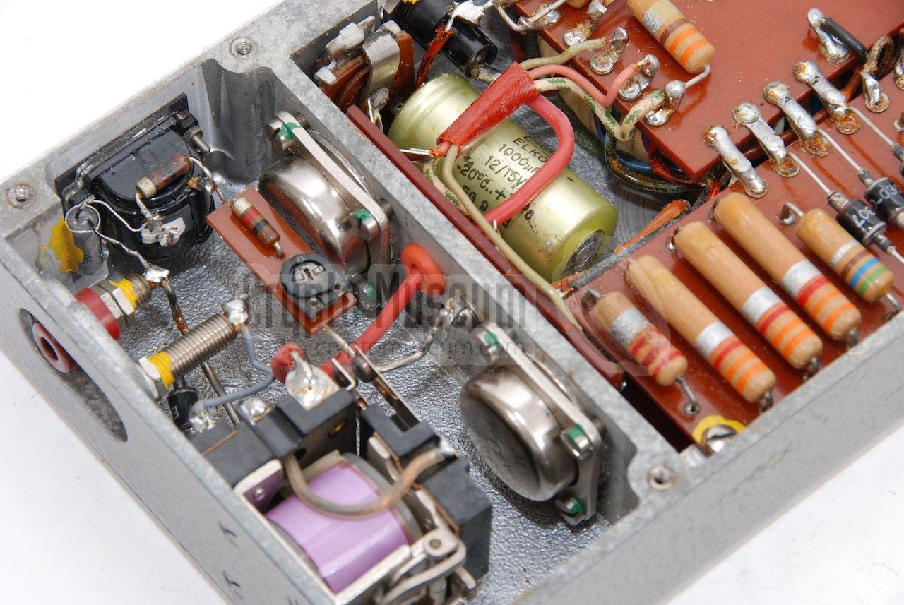 Single Transistor Half Wave Peak Detector Circuit